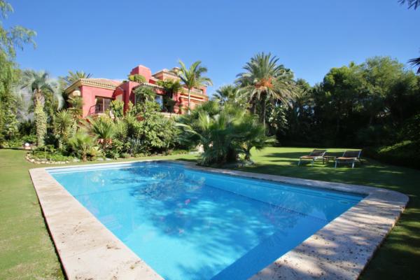 5 Dormitorio, 5 Baño Villa En Venta en Altos de Puente Romano, Golden Mile