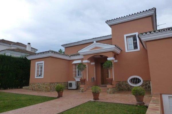 5 Bedroom, 6 Bathroom Villa For Sale in Nueva Andalucia, Marbella