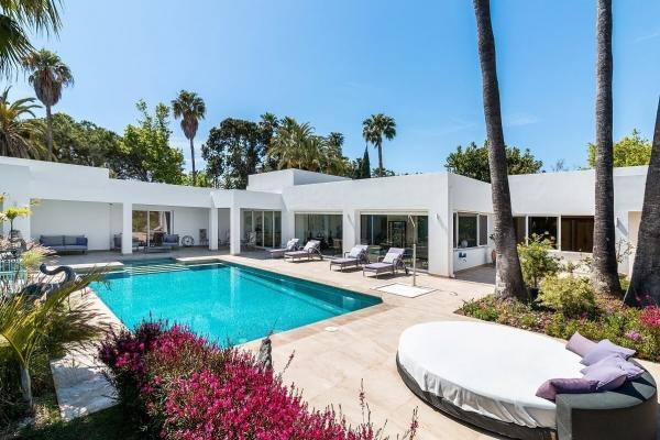 5 Bedroom, 5 Bathroom Villa For Sale in El Paraiso Medio, Estepona
