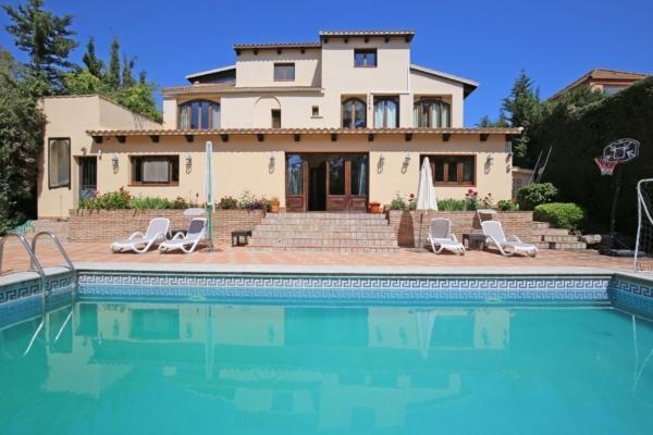 7 Schlafzimmer, 6 Badezimmer Villa Zum Verkauf in Nueva Andalucia, Marbella