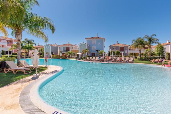 2 Bedroom, 2 Bathroom Apartment For Sale in Cortijo del Mar, Estepona