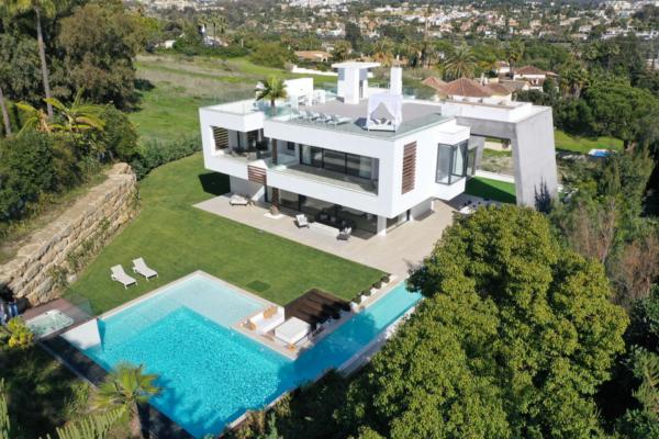6 Schlafzimmer, 6 Badezimmer Villa Zum Verkauf in Las Brisas, Marbella