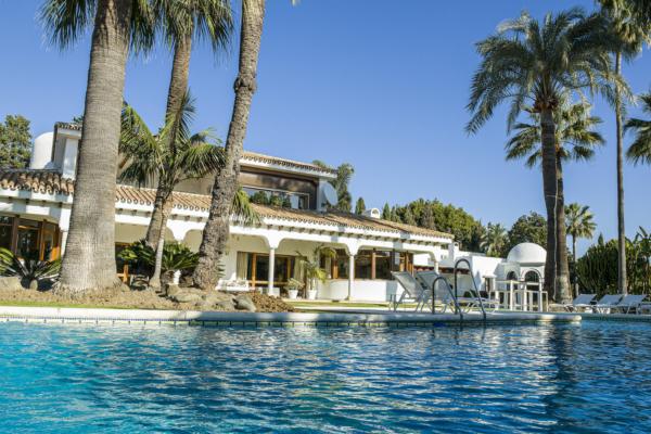5 Chambre, 5 Salle de bains Villa A Vendre danse Guadalmina Baja